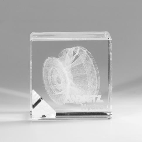 Glas Award mit Produkt als 3D Gravur