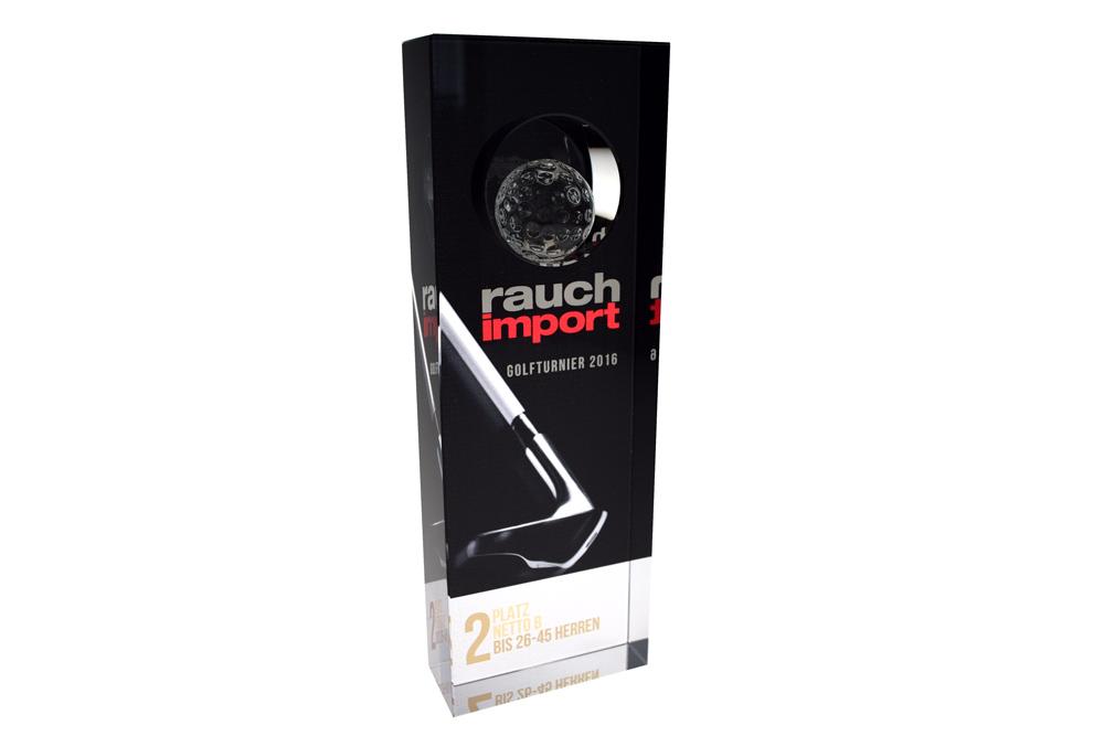 Trophäen für sportliche Leistungen im Vereins- oder Profisport wie zum Beispiel Golfturniere